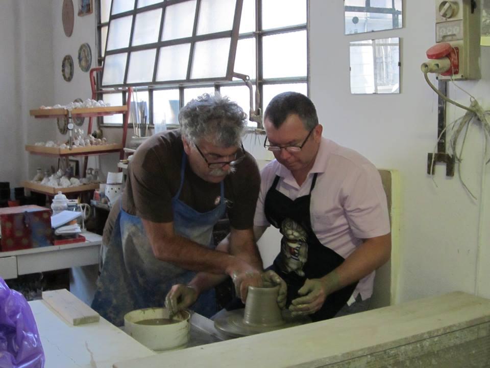 GMT experiences la ceramica in bottega a Faenza da Gino Geminiani per Emozioni Ceramiche
